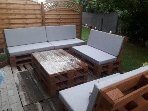 Poduszki na meble ogrodowe z palet w kolorze popielatym